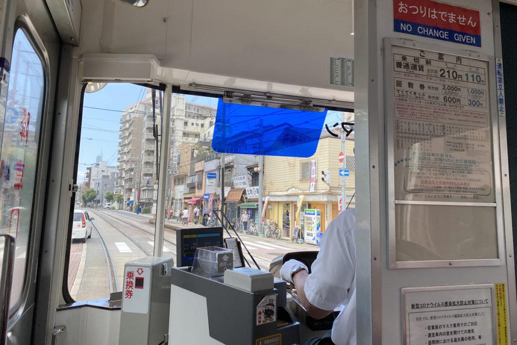 阪堺電車の車内から町並み